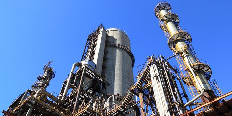 Instalación de extracción de gas natural, energía clave para la transición energética.
